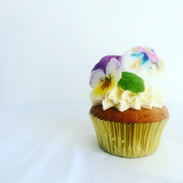 Mini floral cupcake with custom biscuit