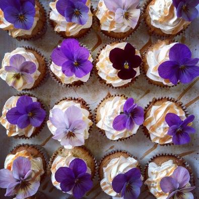 Mini floral slated caramel cupcakes